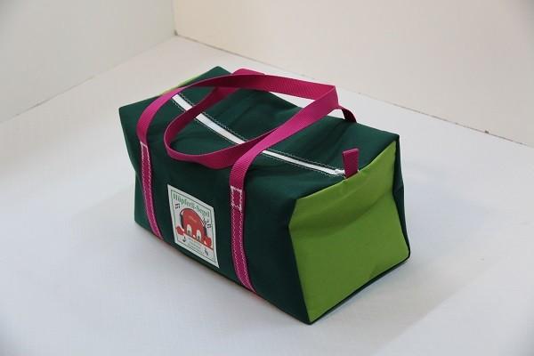 kleine Sporttasche dunkelgrün giftgrün pink 40-22-22