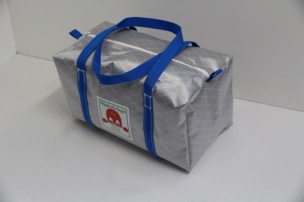 kleine Sporttasche silber-grau leuchtblau 40-22-22