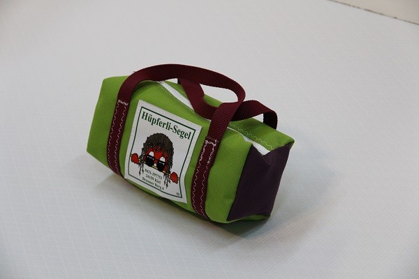 kleine Kulturtasche giftgrün dunkellila dunkelrot 25-10-10
