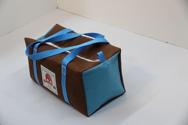 kleine Sporttasche braun hellblau 40-22-22