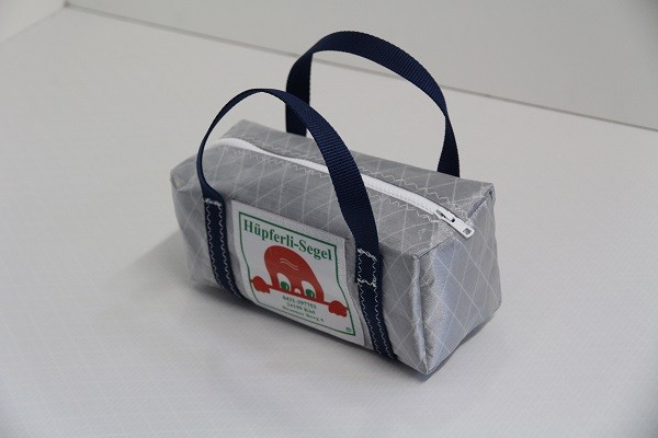 kleine Kulturtasche silber-grau marineblau 25-10-10