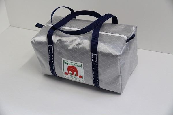 kleine Sporttasche silber-grau marineblau 40-22-22