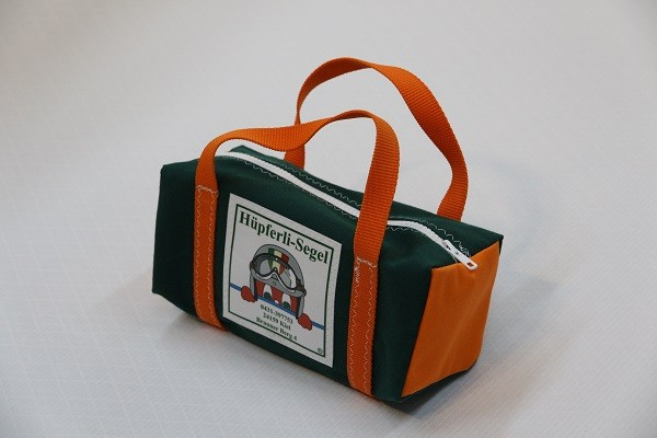 kleine Kulturtasche dunkelgrün orange 25-10-10